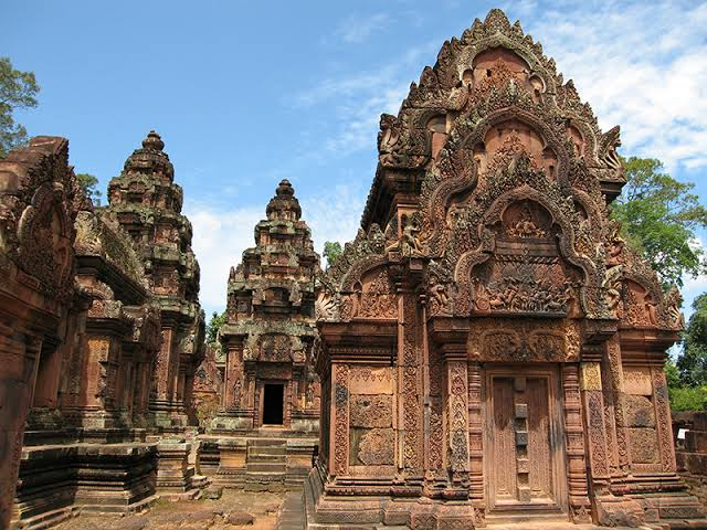 Banteay Srei - travel treasures